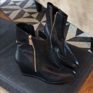 Good Detail Wedge Boots